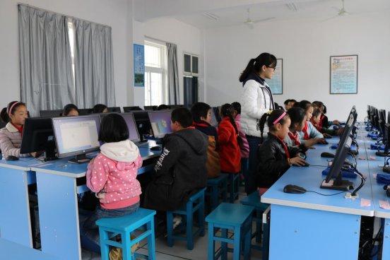 舒城县晓天镇中心小学乡村学校少年宫举行开